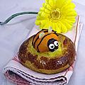 Brioche aux abricots en forme d'abeilles