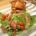 Salade de pousses d'épinard au roquefort et jambon cru