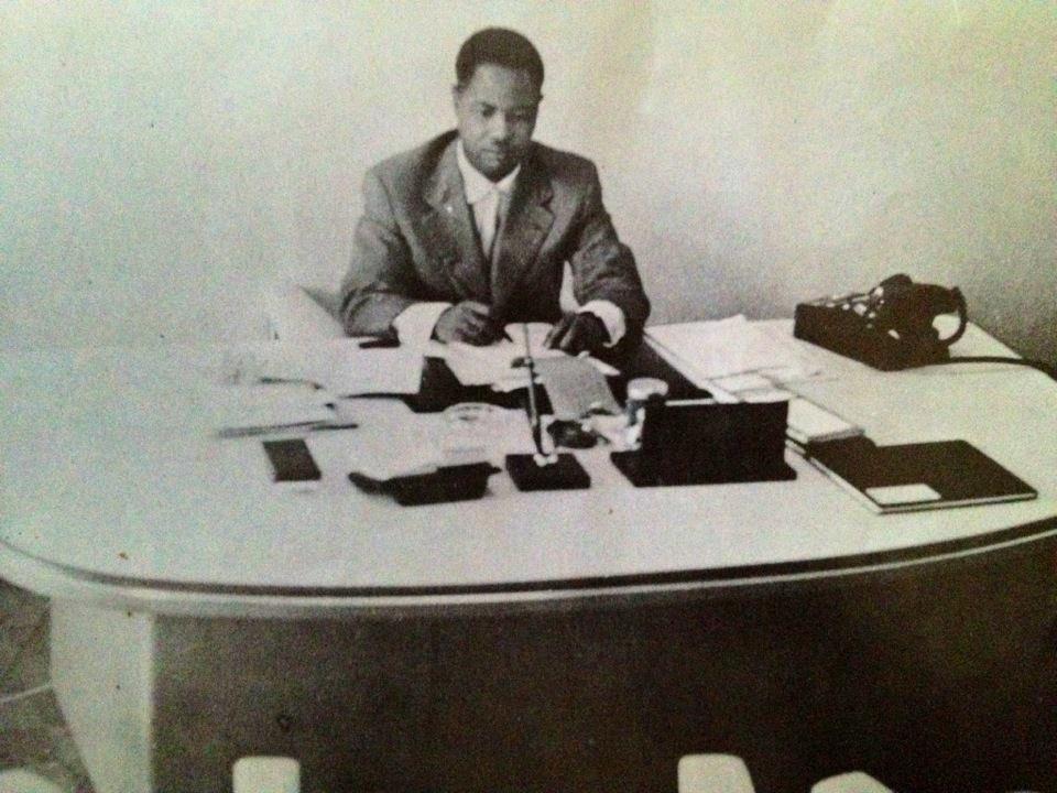 Ahidjo au bureau