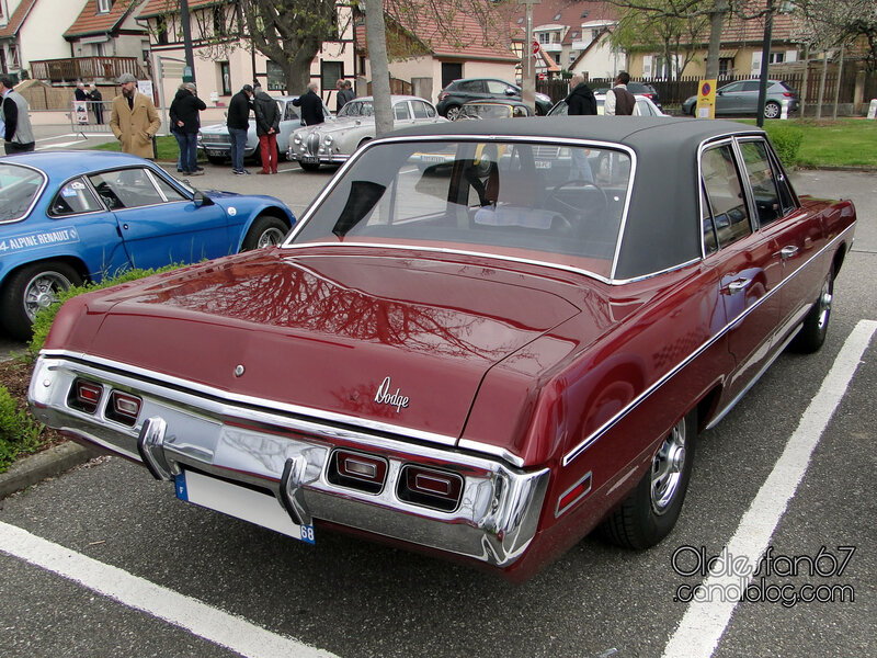 Dodge Dart Custom 4door sedan-1971-02