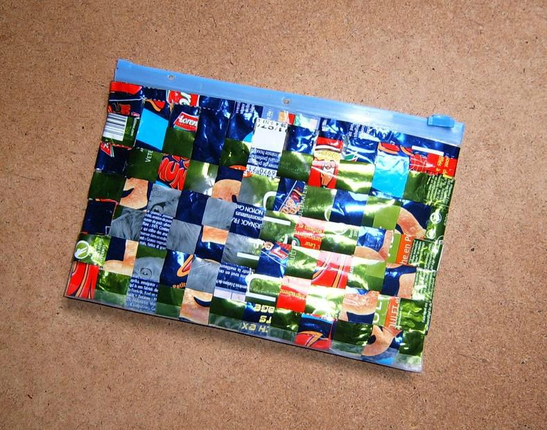 Pochette déchets emballages plastique tissés (Objet Recyclage sachet croquettes chat)