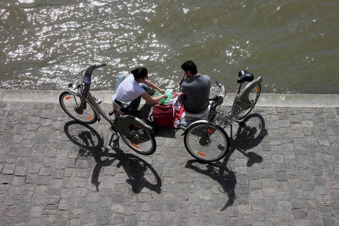 Vélo, ombre, quai de seine_8693
