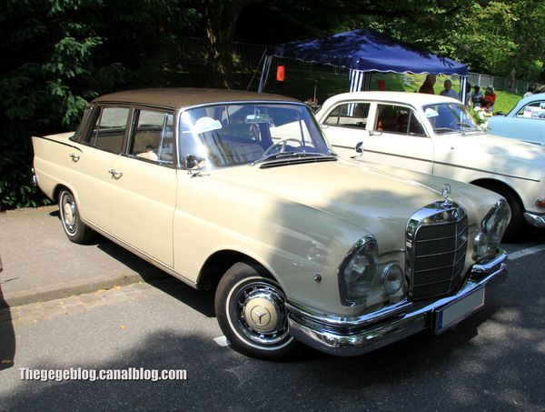 Mercedes 220 SE de 1962 (37ème Internationales Oldtimer Meeting de Baden-Baden) 01