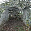 Sous la table du Dolmen