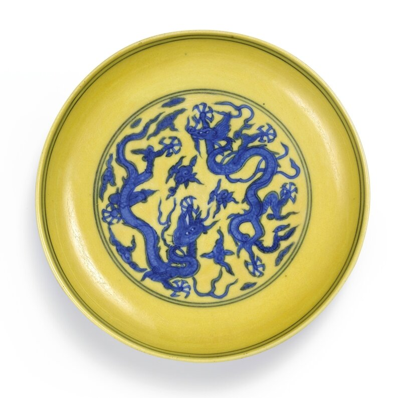 A rare yellow-ground blue and white 'dragon' dish, Mark and period of Jiajing (1522-1566)