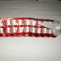 barette capsules rouge, satin blanc et bouton