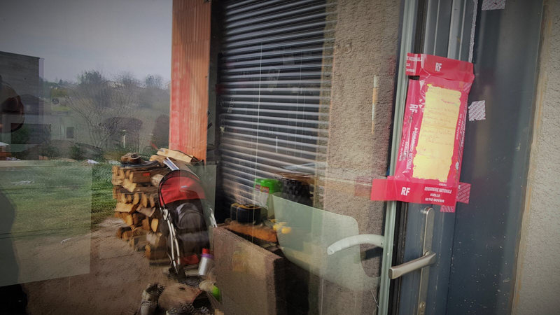 des-scelles-ont-ete-poses-sur-la-porte-d-entree-du-logement-photo-x-f-ebra-1610343761