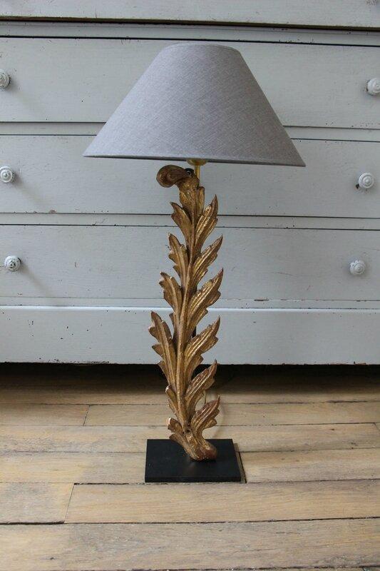 Pied de lampe en bois sculpté et doré d'époque XVIIIe