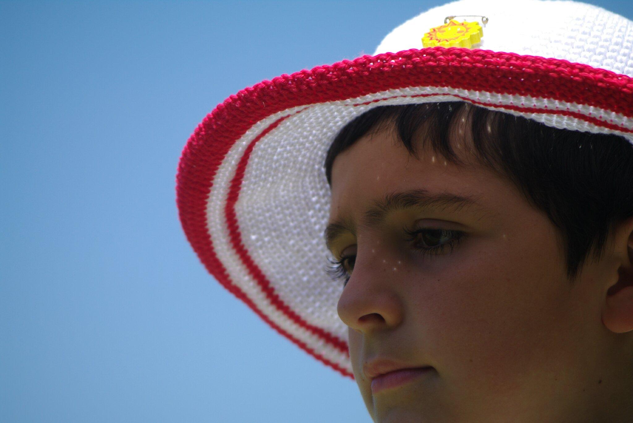crocheter un chapeau en mailles serrées
