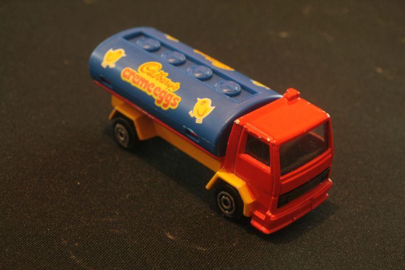 245_Ford Cargo Citerne Cadbury's creme eggs_02