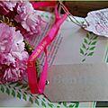Fleurs de cerisier et étiquettes