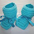 Chausson layette bleu turquoise et son petit ruban satin liberty (avec explication du modèle)