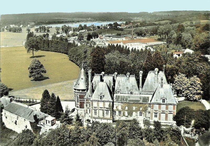 TRELON-Vue aérienne du château