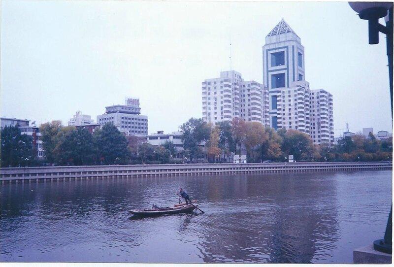 Sur le Haihe Tianjin 2003 avant le réaménagement des berges