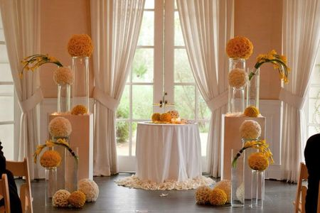 Yellow-and-white-spheres-wedding7
