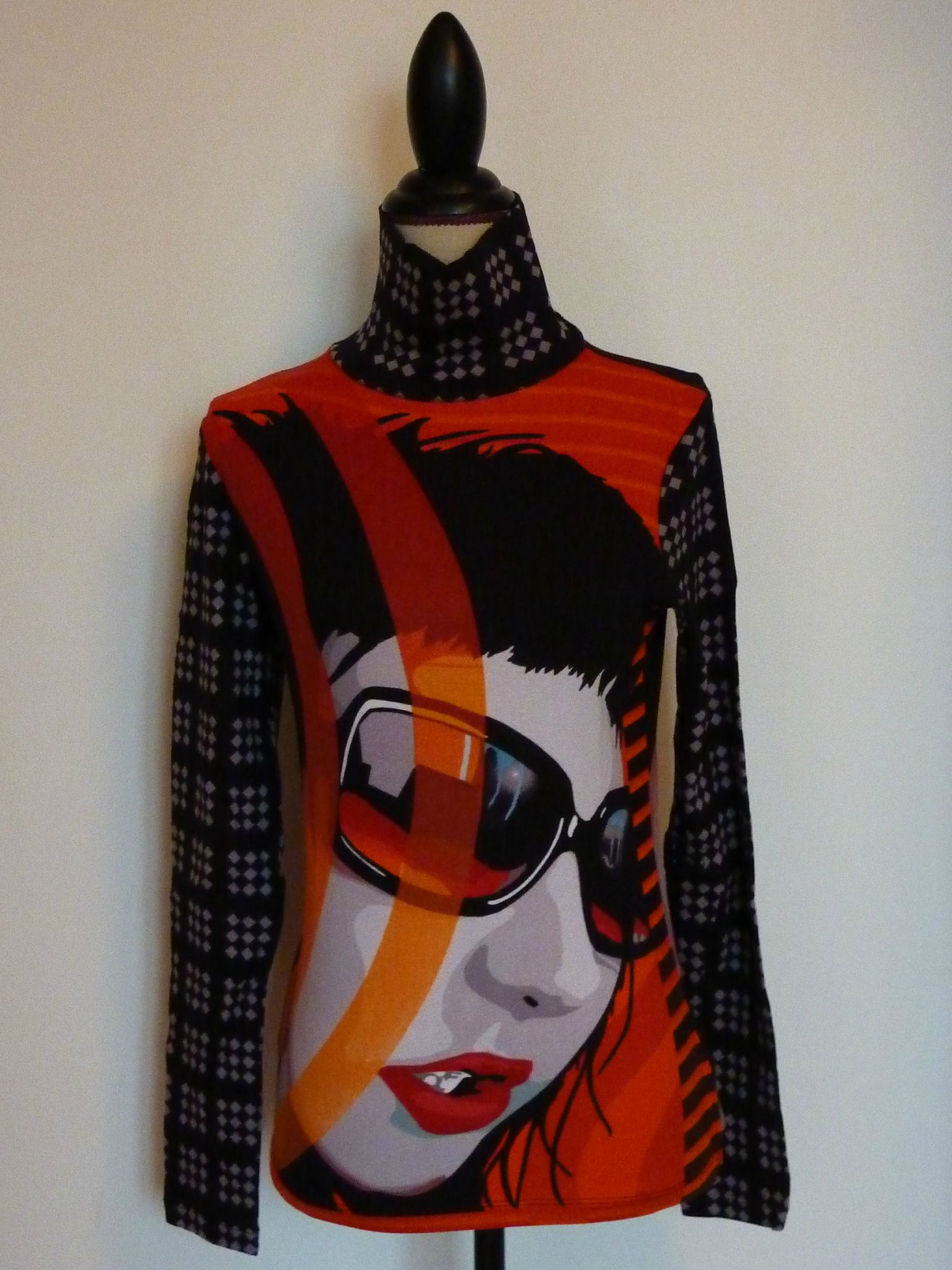 T-shirt manches longues CYBER Collection - Mirai Fashion - Taille 36 ou 38 - 20€ - originalite alliant excellente qualite