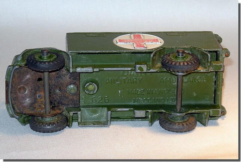 Dinky Toys 626 Ambulance A 4