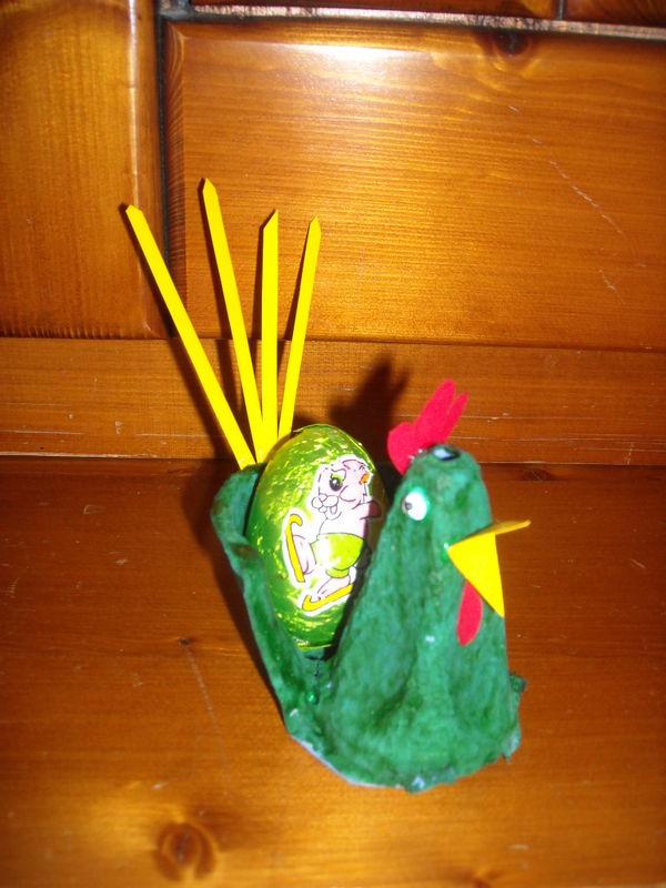 Paques 2010(poule boite d'oeuf)