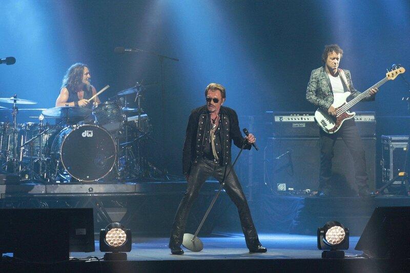 la-rock-star-est-entree-sur-scene-a-22-heures-petantes-son_2948824_1200x800