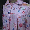 Ciré AGLAE en coton enduit rose imprimé dessins d'enfant fermé par 2 pression dissimulés sous 2 boutons recouverts (3)