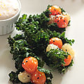 Chou kale en cornet croustillant, billes de legumes au miel et creme de saumon