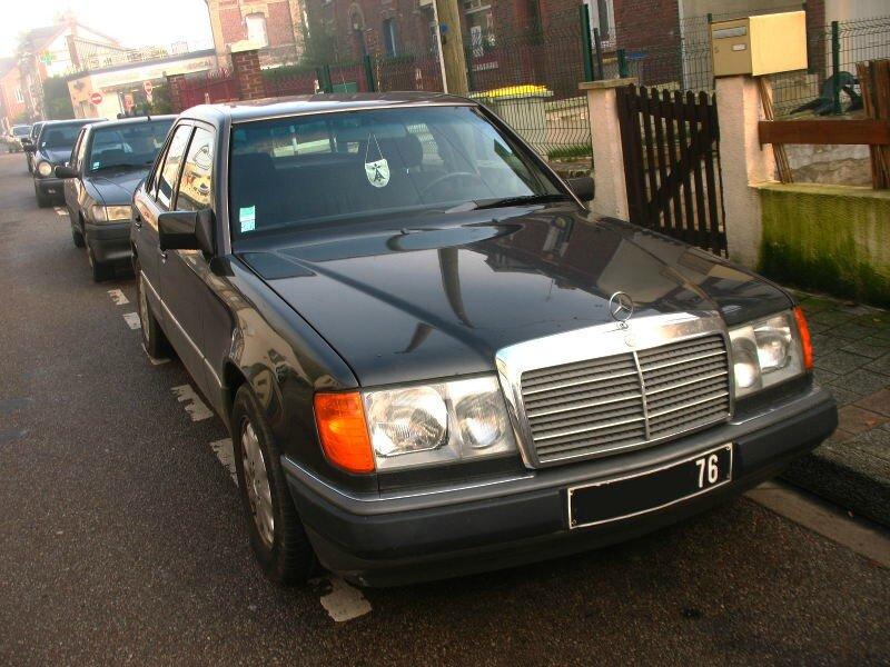 Mercedes250DW124av1