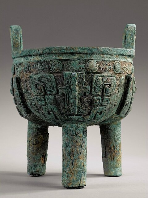 A rare large archaic bronze ritual food vessel