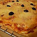 Pizza blanche aux oignons et aux lardons