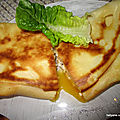 Crêpes roulées au fromage raclette et oeuf