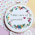 Broderie ~ cadre fleuri take care of yourself