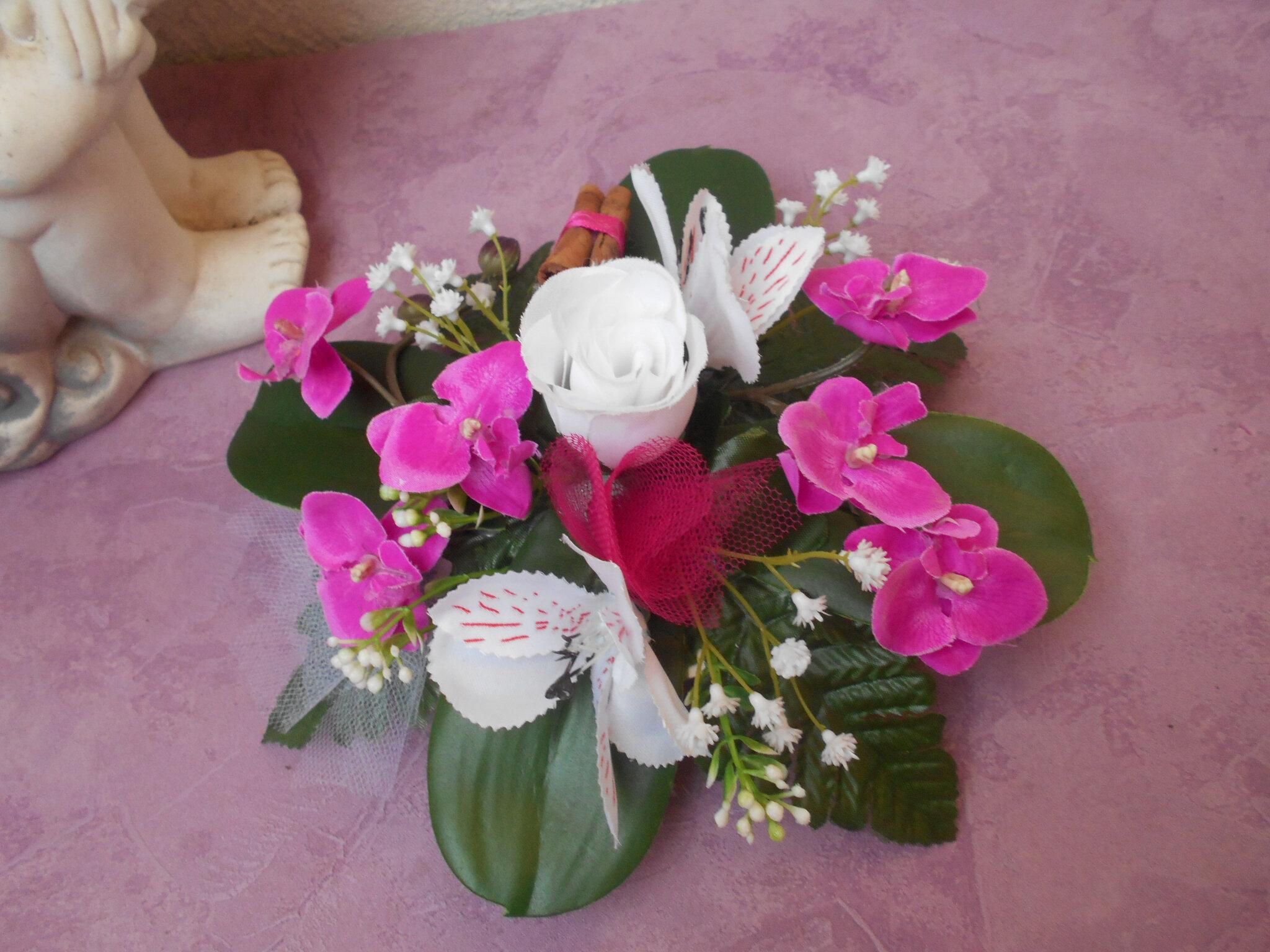 Comment Faire Un Centre De Table Avec Des Fleurs centre de table en fleurs artificielles - blanc et fuchsia