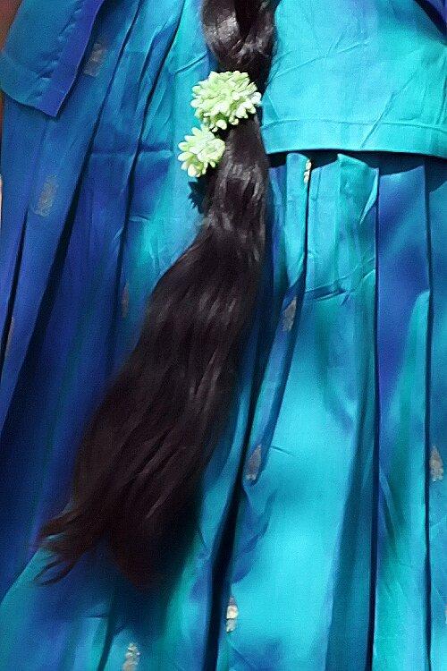 Tresse sur fond de bleu