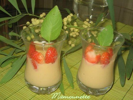 Verrines_cr_me_p_tissi_re_maison_avec_fraises_et_basilic_006