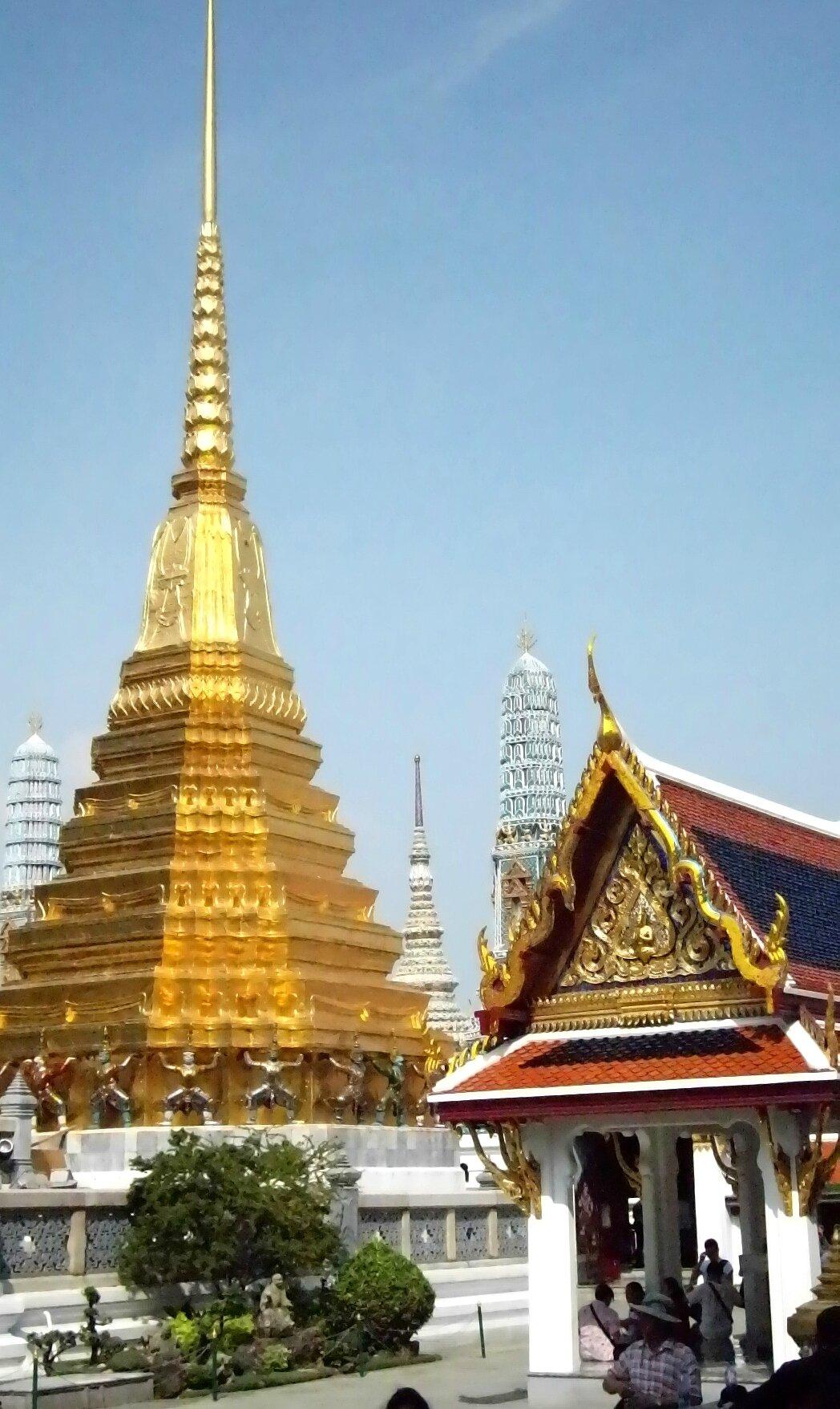 Palais Imperial stupa