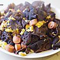 Recette chinoise: champignons noirs, oeufs et knack sautés.