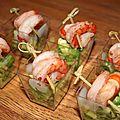Verrines faciles. salade d'avocats et brochettes de crevettes.