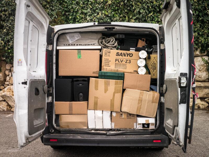 camion plein de cartons
