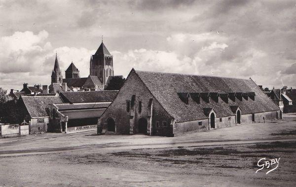 5-Saint-Pierre-sur-Dives (Calvados) Vieille Halle et Eglise
