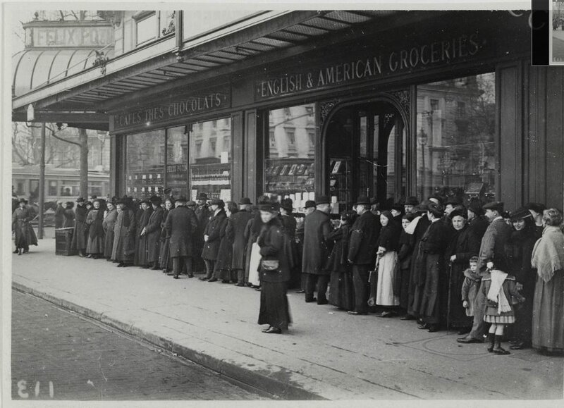 queue devant F potin grande guerre (1916), 45-47, boulevard Malesherbes