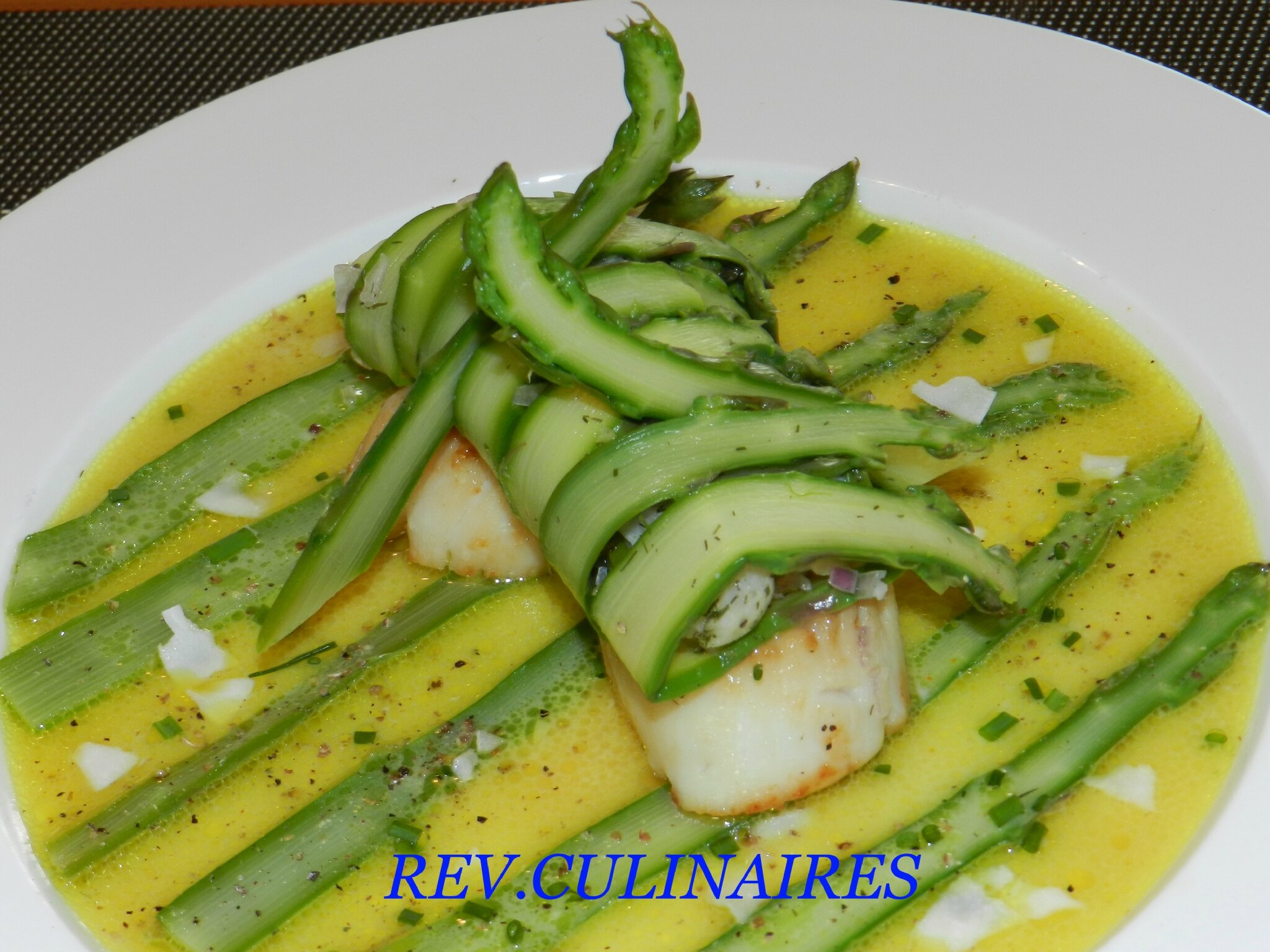 st jacques roties , bouillon de coco curry, huile de citron
