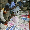 Scènes d'Addis Abeba : Vendeurs de journaux