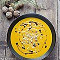 Velouté de potimarron, champignons et noix, huile de pépins de courge grillés