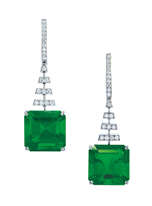 2019_GNV_17436_0171_000(important_emerald_and_diamond_earrings)