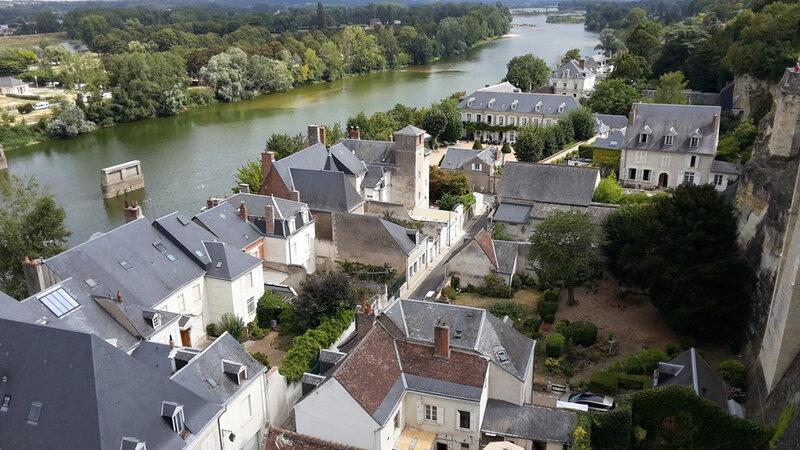 amboise-vue-du-chateau-sur-maisons-contrebas