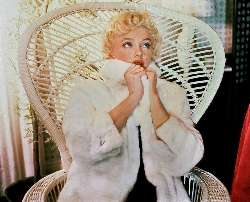 Wicker_sitting_inspiration-marilyn-1956-beaton-4