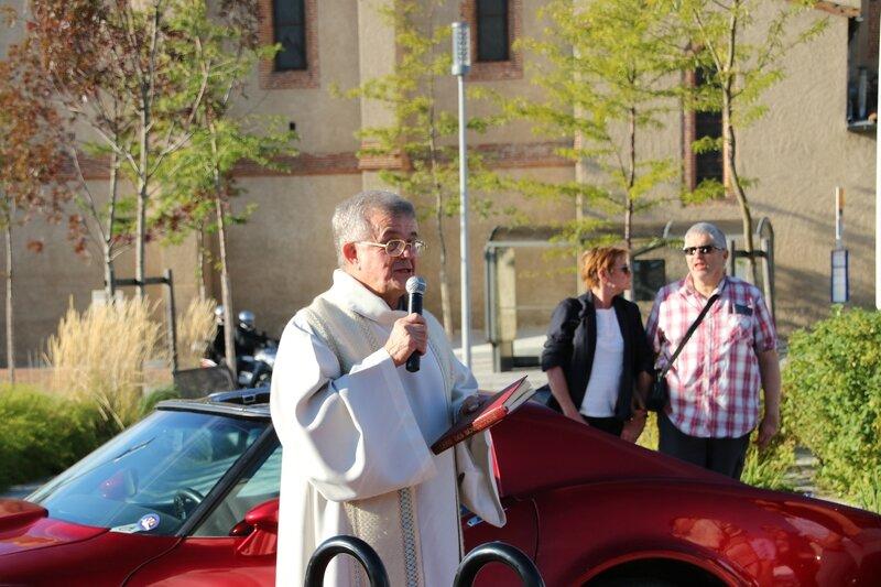Discours du père Gérard Batisse avant la bénédiction des véhicules