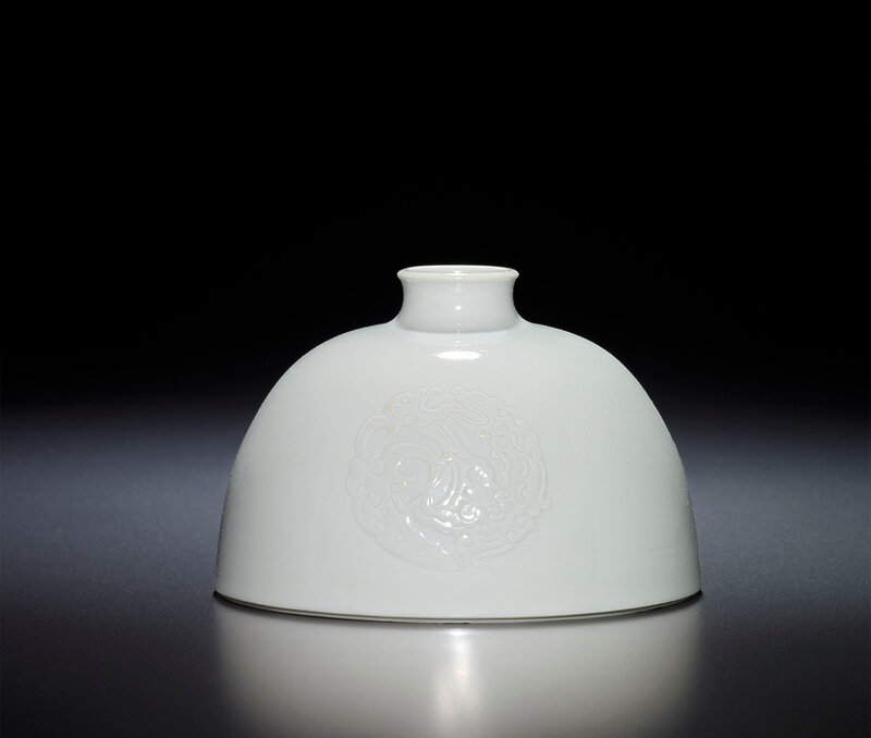 2013_HGK_03216_1906_000(a_fine_and_rare_white-glazed_beehive_water_pot_kangxi_six-character_ma)