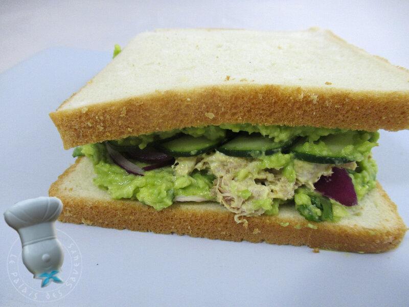 Sandwiche avocat, thon, concombre