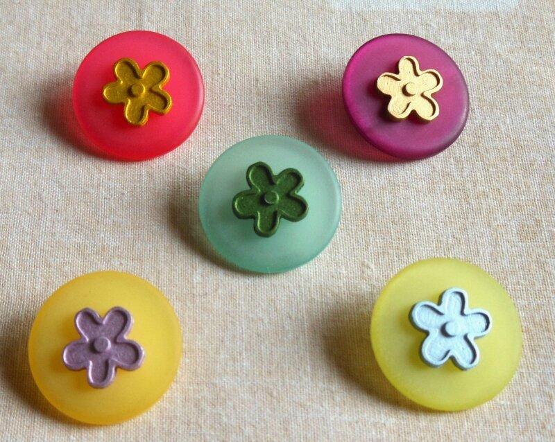 boutons couleurs 5 p ass av fleurs boîte thé 800