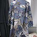 Ciré AGLAE en coton enduit fleuri bleu sur fond gris fermé par un noeud dasn le même tissu (6)